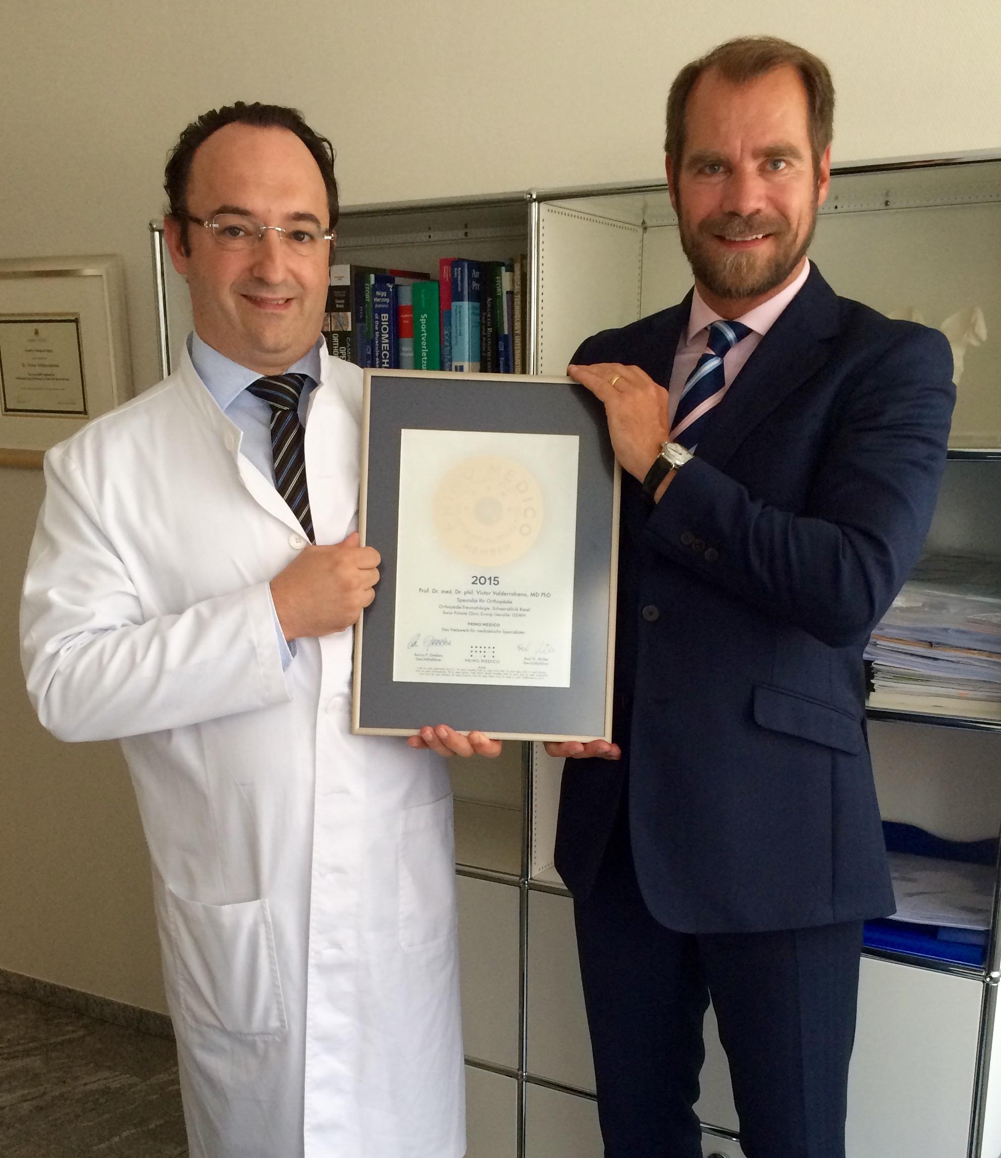 Übergabe des PRIMO MEDICO Siegels an Prof. Dr. Victor Valderrabano