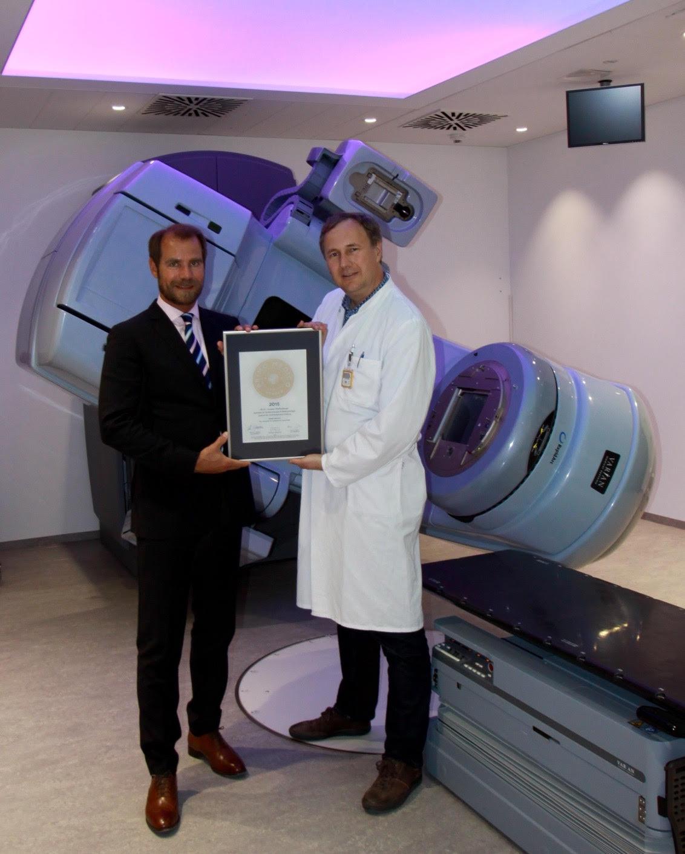 Übergabe des PRIMO MEDICO Siegels an PD Dr. med. Christian Weissenberger