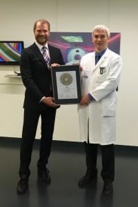 Übergabe des Siegels 2016 an Prof. Heverhagen (rechts)