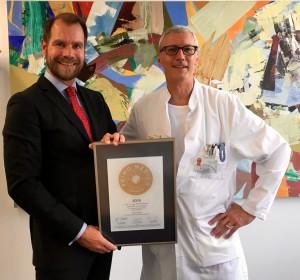 Übergabe des Siegels 2016 an Prof. Schlumpf (rechts)