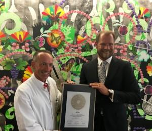 Übergabe des Siegels 2016 an Dr. Maquieira  (links)