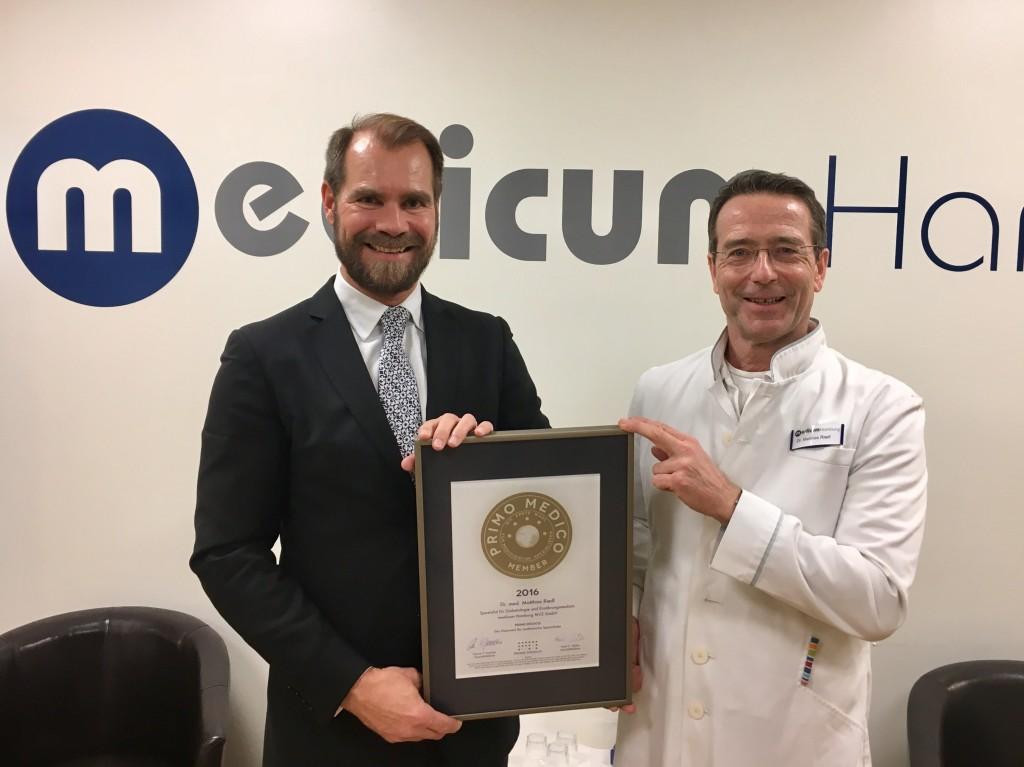 Übegabe des PRIMO MEDICO Siegels 2016 an Dr. Riedl