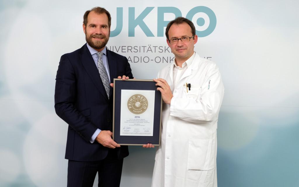 Übergabe des PRIMO-MEDICO-Siegels 2016 an Prof. Dr, med. Aebersold