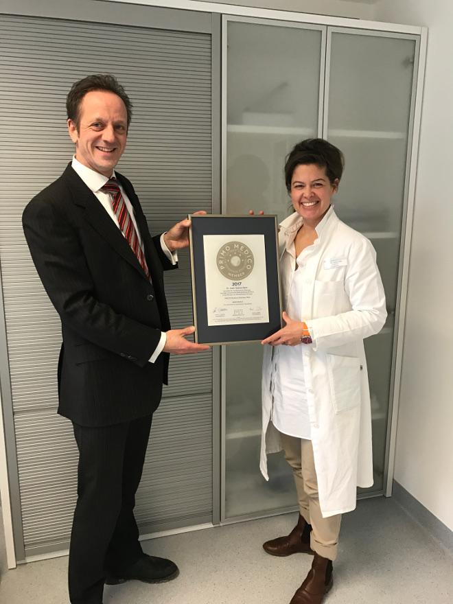 Siegelübergabe 2017 an PRIMO MEDICO-Mitglied Frau Dr. Keim