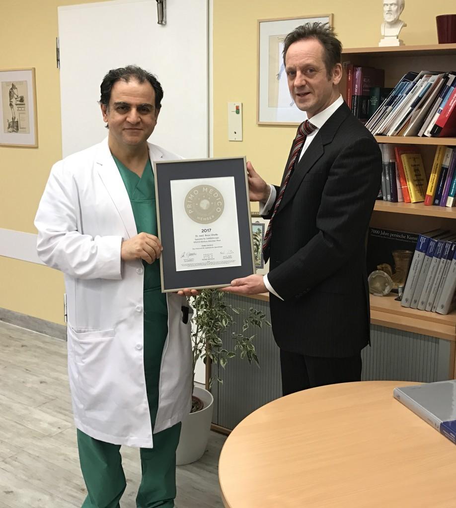 Siegelübergabe 2017 an PRIMO MEDICO-Mitglied Dr. Ghotbi