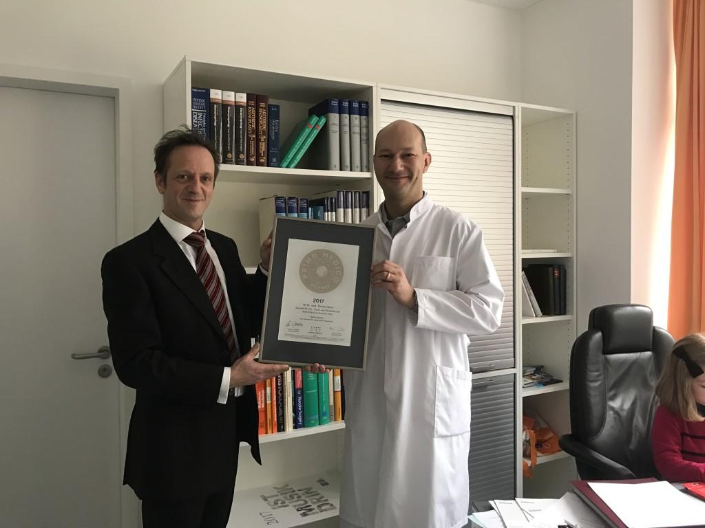Siegelübergabe 2017 an PRIMO MEDICO-Mitglied Dr. Stark