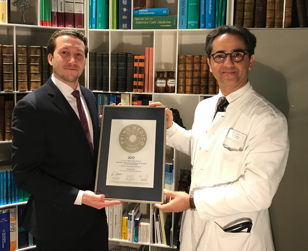 Siegelübergabe 2017 an PRIMO MEDICO-Mitglied Dr. Ahmadi-Simab
