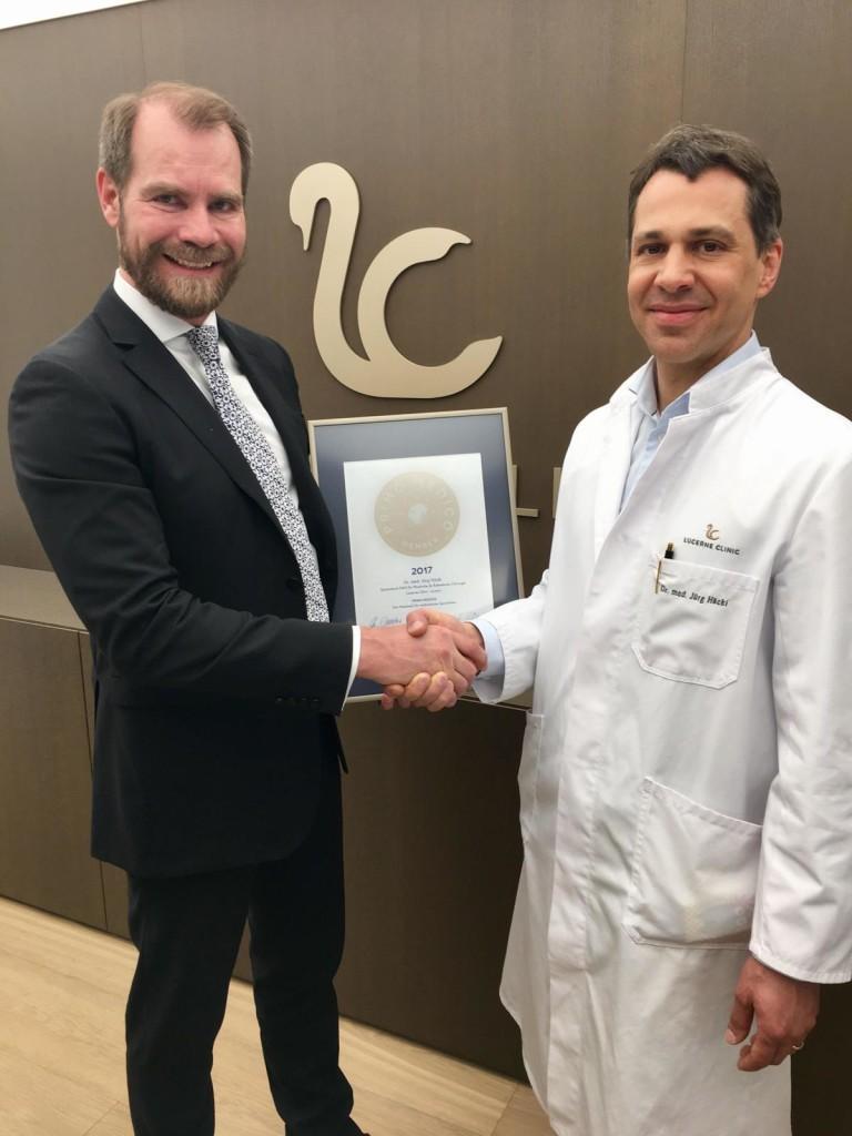 Siegelübergabe 2017 an PRIMO MEDICO-Mitglied Dr. Häcki