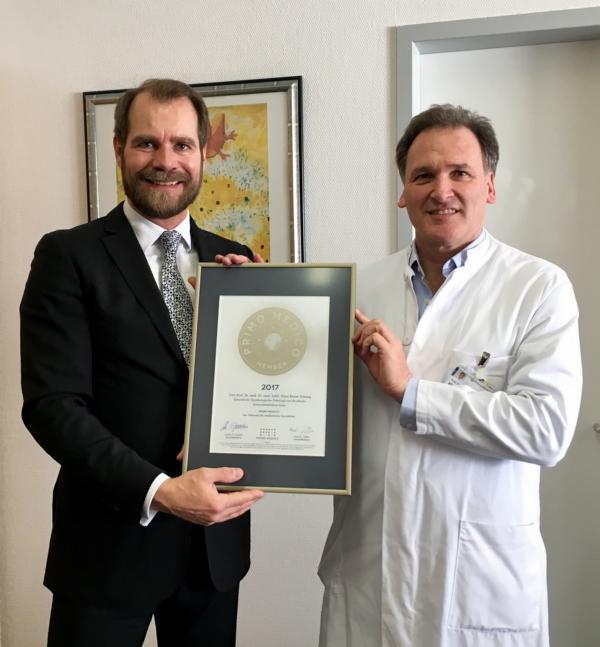 Siegelübergabe 2017 an PRIMO MEDICO-Mitglied  Prof. Kimmig