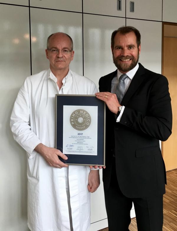 Siegelübergabe 2017 an PRIMO MEDICO-Mitglied Prof. Vogl