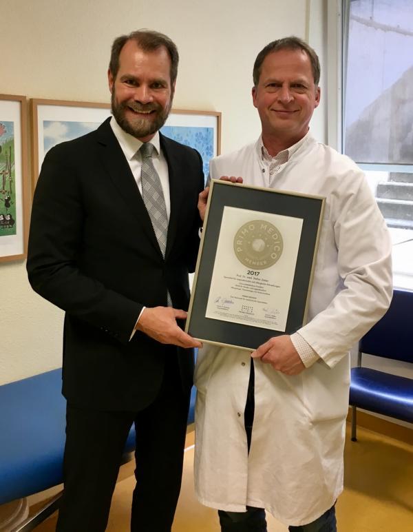 Siegelübergabe 2017 an PRIMO MEDICO-Mitglied Prof. Zielen