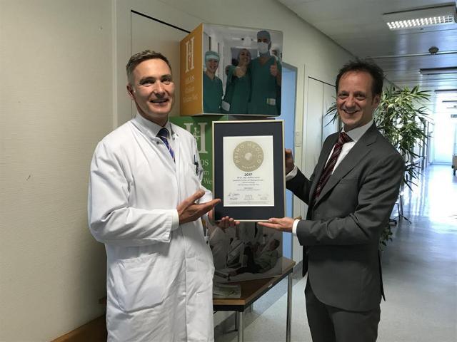 Siegelübergabe 2017 an PRIMO MEDICO-Mitglied PD Dr. med. Lenich