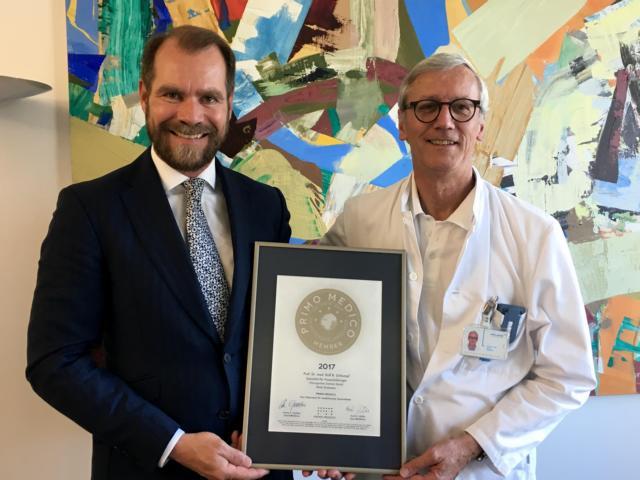 Siegelübergabe 2017 an PRIMO MEDICO-Mitglied Prof.  Dr. med. Schlumpf