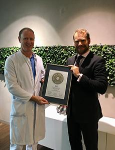 Siegelübergabe 2017 an PRIMO MEDICO- Mitglied Prof. Grünenfelder