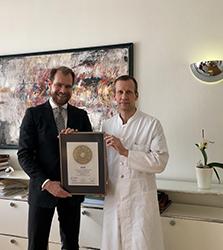Siegelübergabe 2017 an PRIMO MEDICO- Mitglied Univ.-Prof. Dr. med. Wolfram T. Knoefel