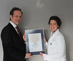 Siegelübergabe 2018 an PRIMO MEDICO- Mitglied  Dr. med. Sabine Keim