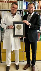 Siegelübergabe 2018 an PRIMO MEDICO- Mitglied Prof. Dr. med. Christian Breymann