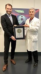Siegelübergabe 2018 an PRIMO MEDICO- Mitglied  Prof. Dr. rer. physiol. Dr. med. Johannes T. Heverhagen