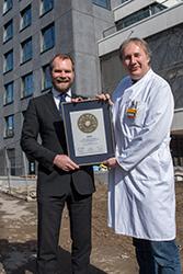 Siegelübergabe 2018 an PRIMO MEDICO- Mitglied PD Dr. med. Christian Weißenberger