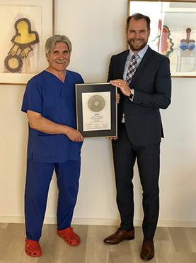 Siegelübergabe 2018 an PRIMO MEDICO- Mitglied Dr. med. Schäferhoff