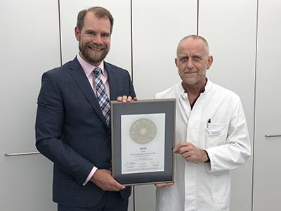 Siegelübergabe 2018 an PRIMO MEDICO- Mitglied Dr. Stücker
