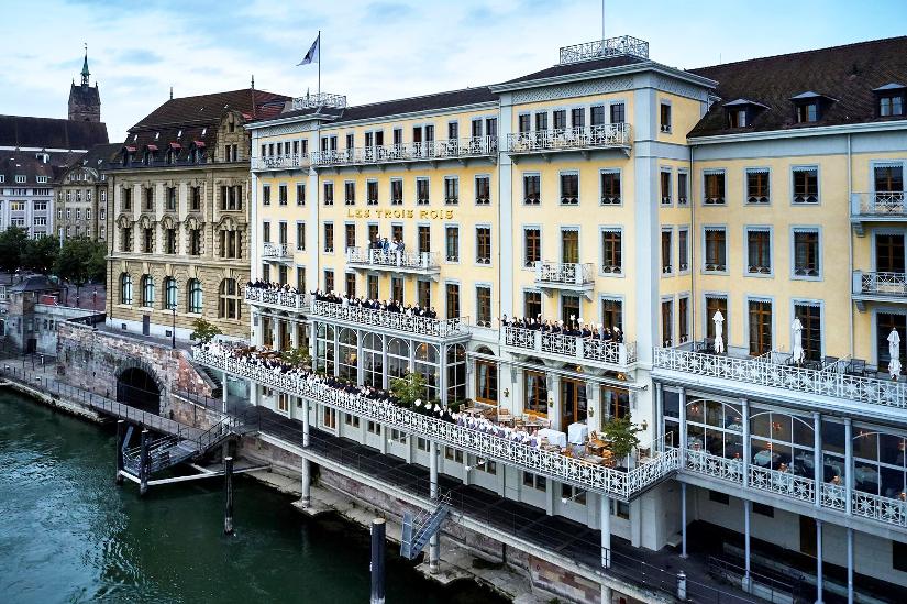 Das Grand Hotel Les Trois Rois-Team auf den Rheinterrassen