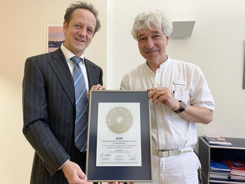 Das interdiszilinäre Zentrum für Radiochirurgie (iCERA) - Siegelübergabe an Professor Florian Würschmidt