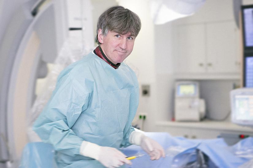 Prof. Dr. Christopher Reithmann, Chefarzt der Klinik für Kardiologie und Internistische Intensivmedizin am Helios Klinikum München West