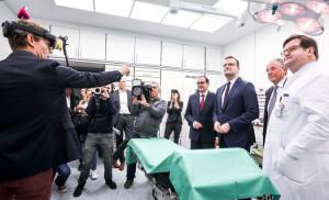 Oberbürgermeister Kufen und Bundesgesundheitsminister Spahn im Abteilungs-OP-Saal