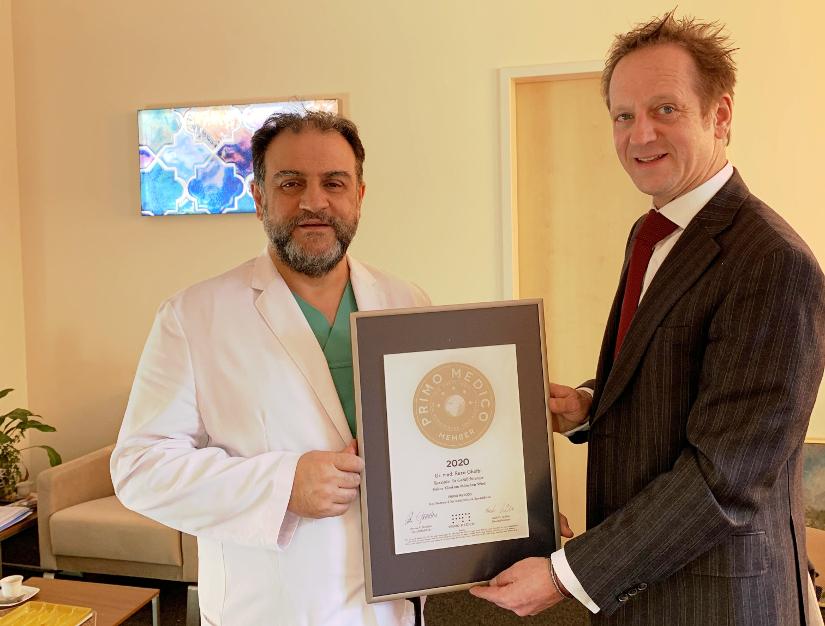 Siegeluebergabe an Dr. med. Reza Ghotbi