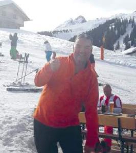 Patient drei Monate nach Hemicap beim Skifahren