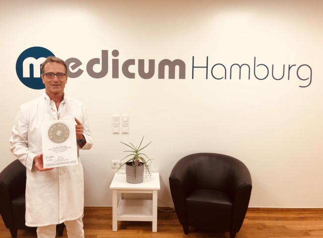 Herr Dr.med.  Matthias Riedl hat das Güte-Siegel des medizinischen Netzwerks PRIMO MEDICO erhalten